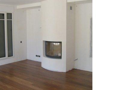 préparation fond et peinture sur le mur avec cheminée architecte intérieur